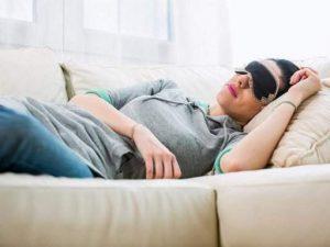 Врачи рассказали, как дневной сон влияет на артериальное давление