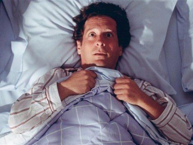 Беспокойный сон связан с болезнью Альцгеймера