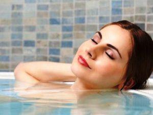 Врач Василий Фролов: лежать в горячей ванне больше 5 минут вредно для организма