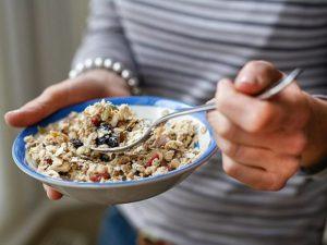 Постоянный отказ от завтрака повышает риск болезней сердца на 87%