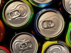 Частое питье энергетических напитков способствует скачкам давления и аритмии