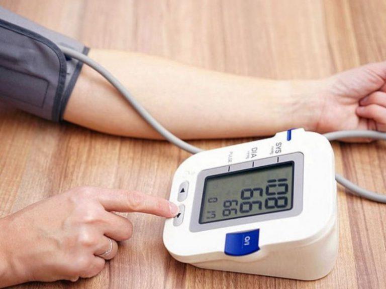 Использование тонометра может быть способом понизить риск инсульта
