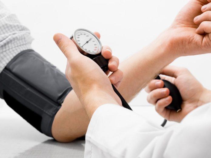 Врачи назвали простой способ снизить артериальное давление без лекарств