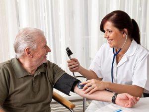 Скачки давления у пожилых людей — чем они опасны