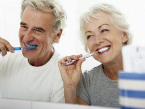 Как чистка зубов защищает от слабоумия в старости