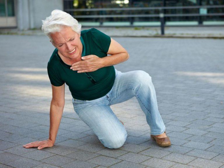 Врач назвал симптомы, указывающие на склонность к инфаркту летом