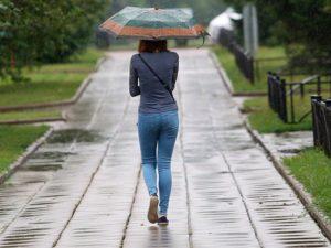 Врачи: перепады давления из-за летнего похолодания могут быть очень опасны