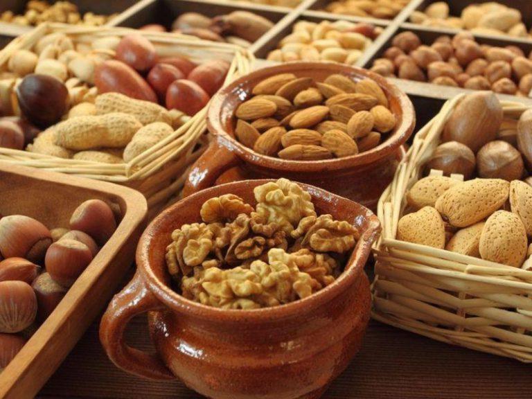 Ешьте орехи! Назван простой способ защитить себя от инсультов и инфарктов