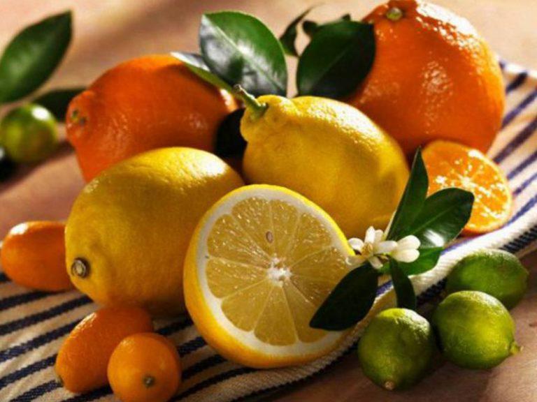 Корица, пищевые добавки, содержащие хром, оливковое масло, лук, ягоды, виноград, цитрусовые могут понижать сахар в крови