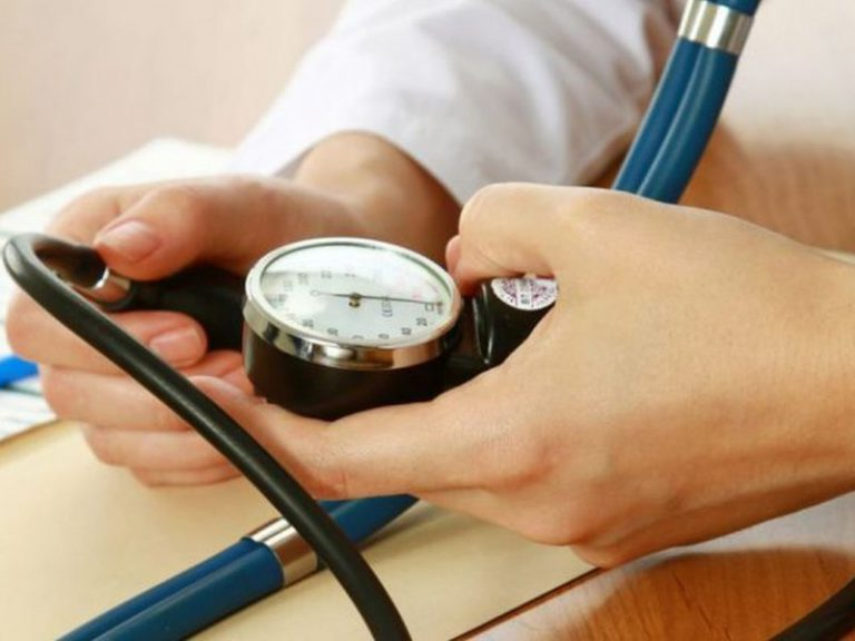 Терапевт объяснила, как нормализовать давление без лекарств