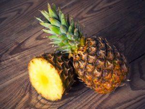 Полезны для снижения давления и защиты от рака: 9 причин начать есть ананасы