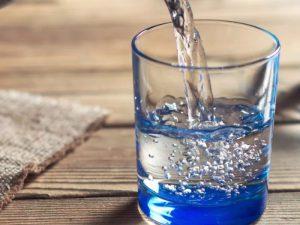 Кардиолог Хоссам Фаузи рассказал о пользе употребления зимой холодной воды