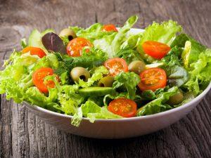 Употребление листового салата улучшает здоровье сердца и сосудов в постменопаузе — исследование