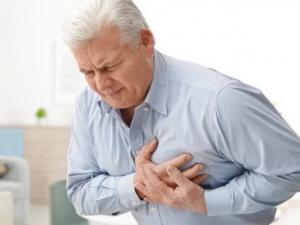 Медики рассказали, как отличить сердечный приступ от симптомов коронавируса
