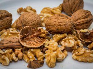 Доступный рецепт очищения сосудов с помощью грецких орехов