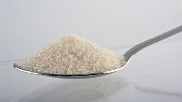 Лишний съеденный сахар превращается в жир вокруг сердца и в животе