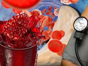 Медики назвали фруктовый сок для снижения повышенного давления и холестерина