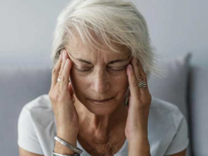 Причиной распространенности болезни Альцгеймера среди пожилых женщин оказалась менопауза