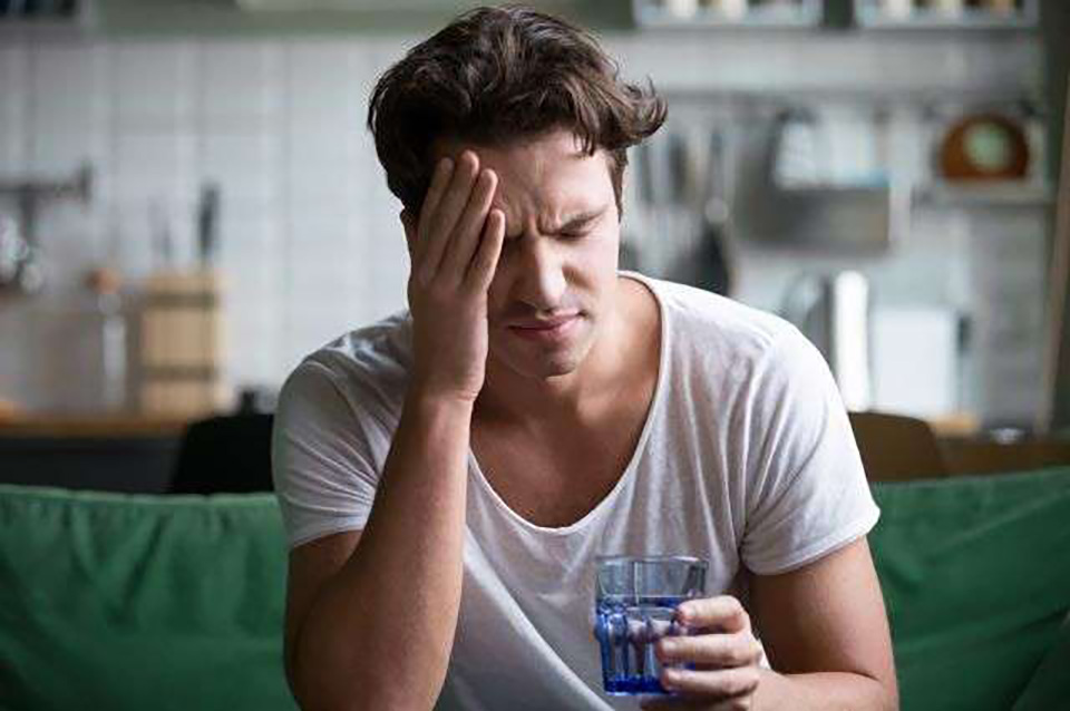 Названы продукты, недостаток которых вызывает сильные головные боли