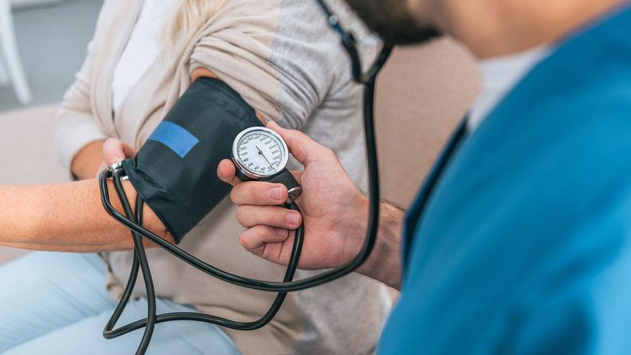 Названы способы поднять давление без лекарств