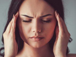 Врач назвал неожиданные причины головной боли
