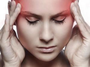 Медики рассказали, в каких случаях головная боль может быть симптомом онкологии