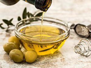 Ученые назвали масло, эффективно защищающее от деменции