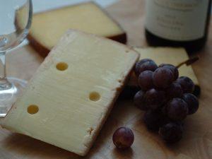Сыр и вино. Назван неожиданный способ защитить мозг от деменции