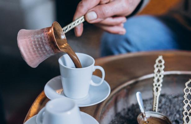 «Тахикардия, аритмия, инфаркт»: врач объяснил, что не так с чашкой кофе по утрам