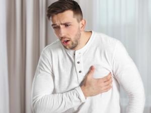 Дрожь и тревога: эксперты назвали необычный симптом сердечного приступа