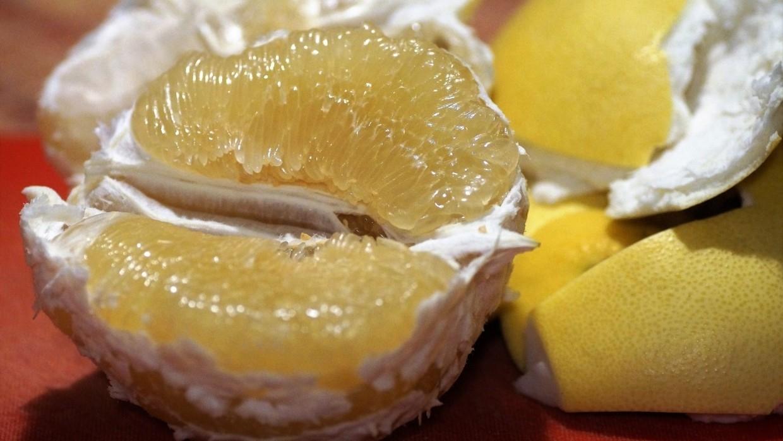 Богатый витаминами цитрус помело способен поддержать здоровье сердца