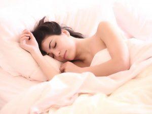 Гипертония, инфаркт: врач назвал опасные последствия недосыпов