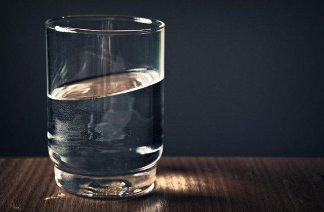 Питье воды помогает при склонности к повышенному давлению