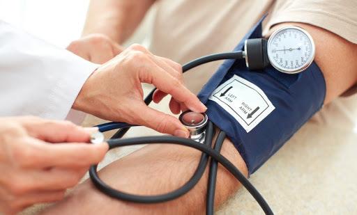 Врач рассказал о женской «норме» артериального давления