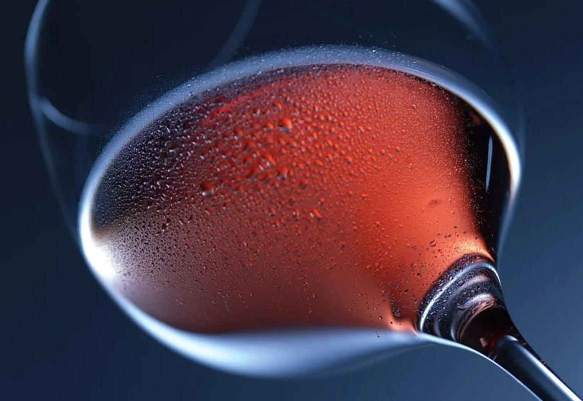 Вечерний бокал вина повышает риск опасной патологии сердца