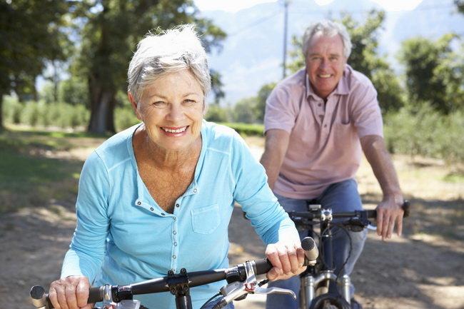 Ученые рассказали, как можно спастись от гипертонии в старости