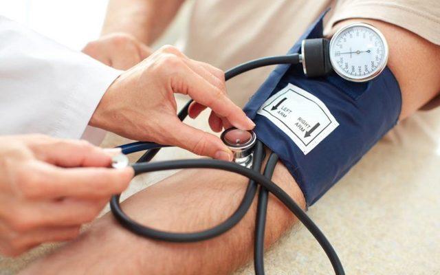 Холодные руки являются поводом проверить артериальное давление
