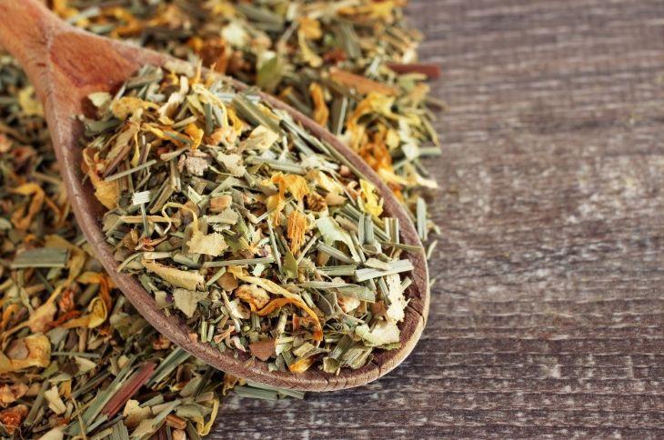 Эффективные травяные сборы для стабилизации давления и успокоения нервной системы