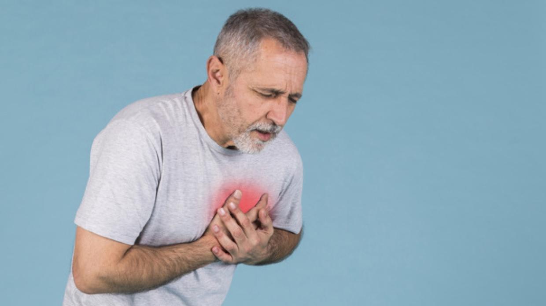 Кардиолог: перед инфарктом люди могут испытывать неприятные ощущения