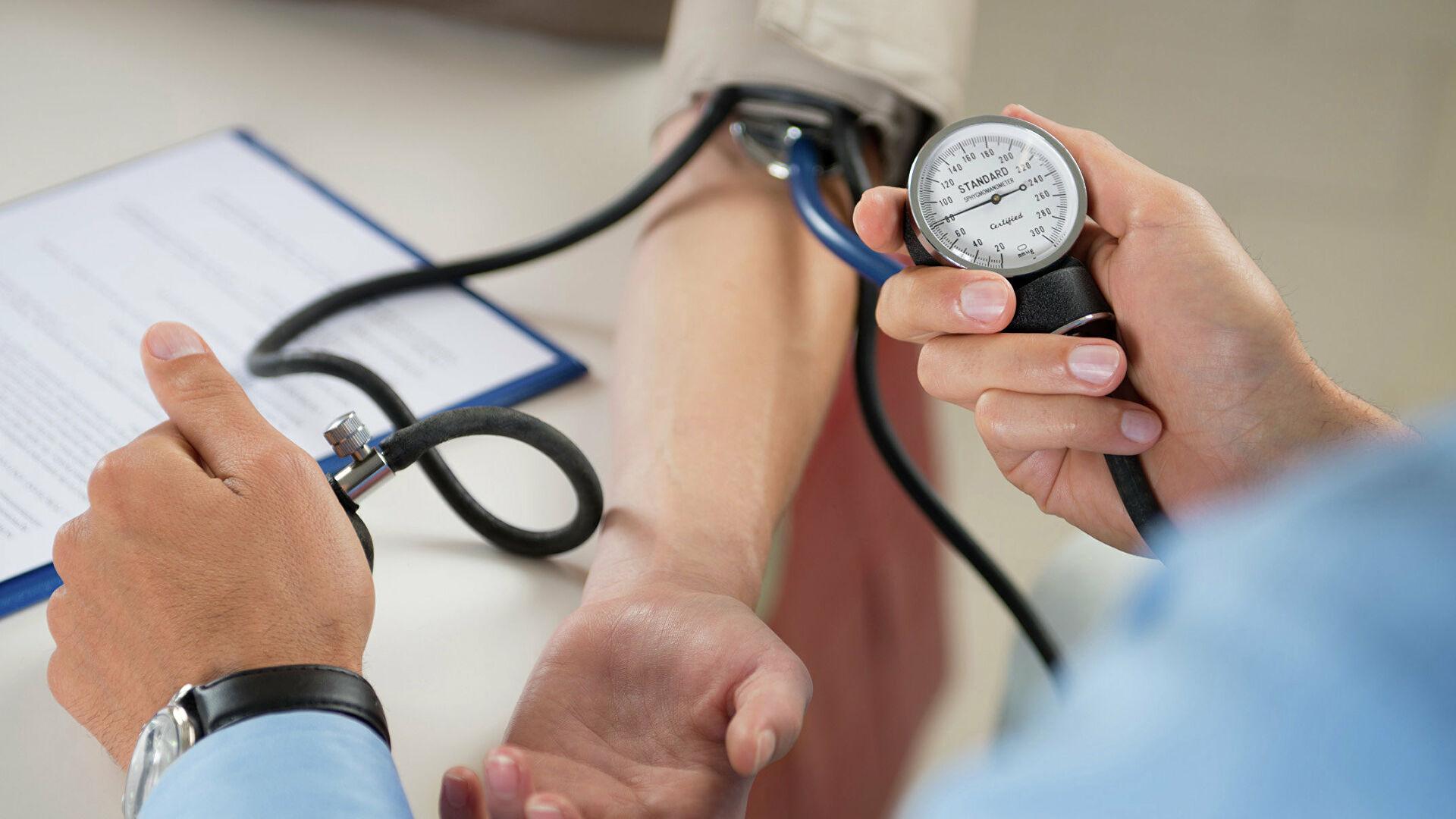 Повышенное давление: в каких случаях необходима помощь медиков